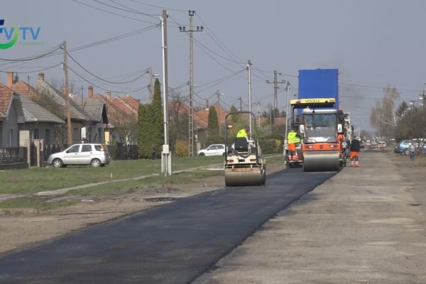 Elkezdődött a Kerecsendi és a kábelposta bekötő utak felújítása