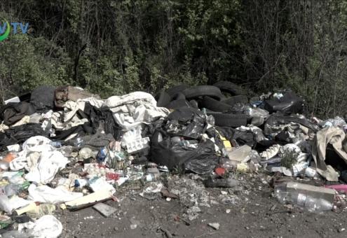 Illegális hulladékhalmok a város külterületén