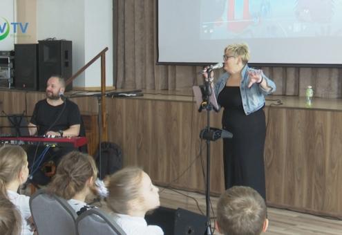 Rendhagyó énekóra a zene világnapjára